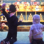 Two children throw balls at cans at the Basler Herbstmesse